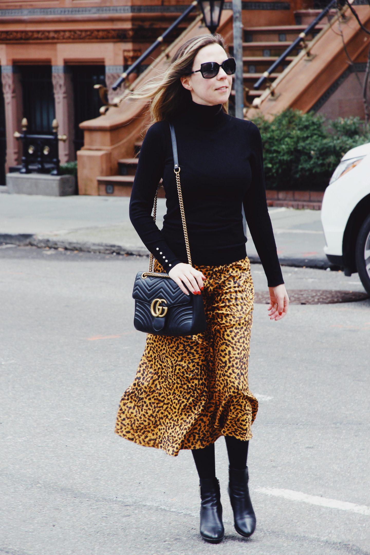 New York City Woman Leopard print skirt